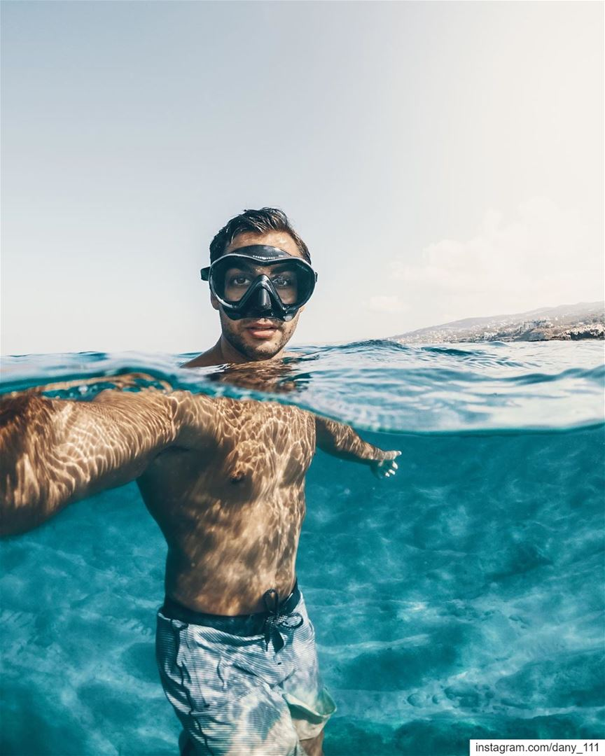 Hot sunny weather, empty beaches, crystal clear water... Hello October 👋🏽 (Batroûn)