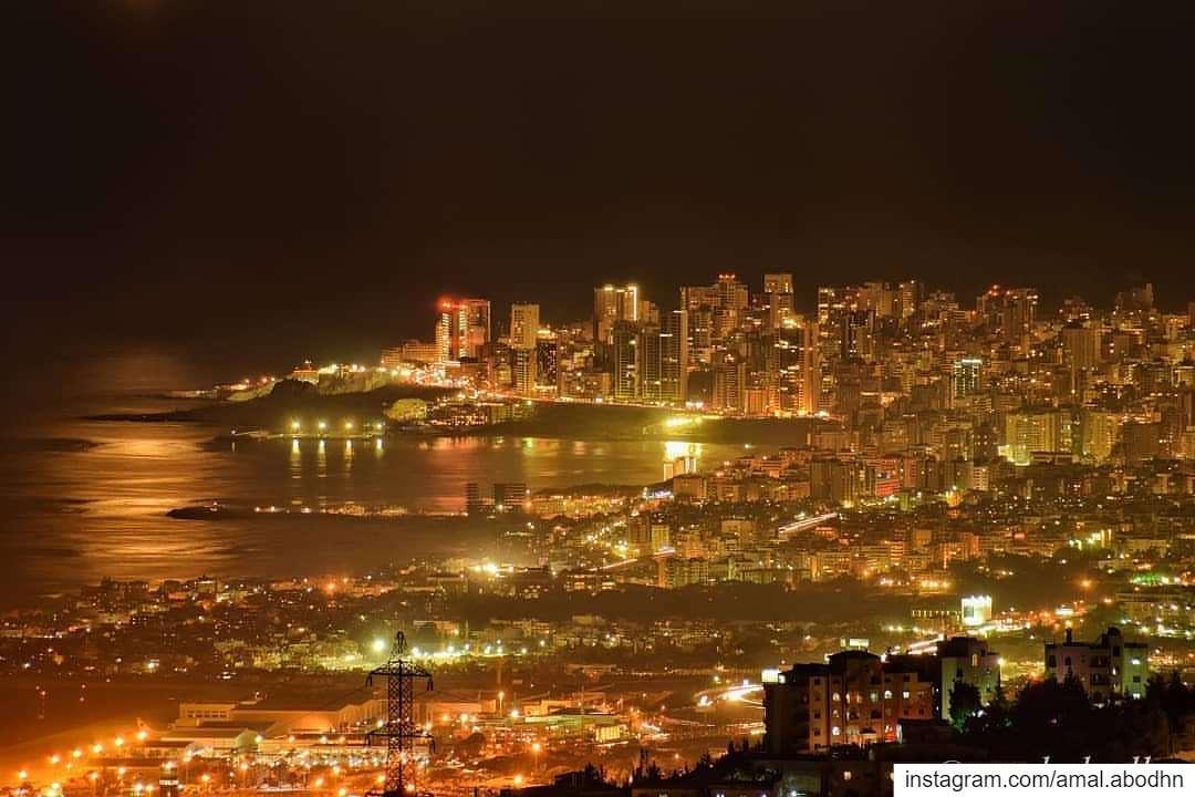 وَنَعْرِفُ أَنَّكِ سِتُّ الدُّنيـا،، ولَيْسَ لَدَيْنـا بَديلُوَنَعْرِفُ أَ (Beirut, Lebanon)
