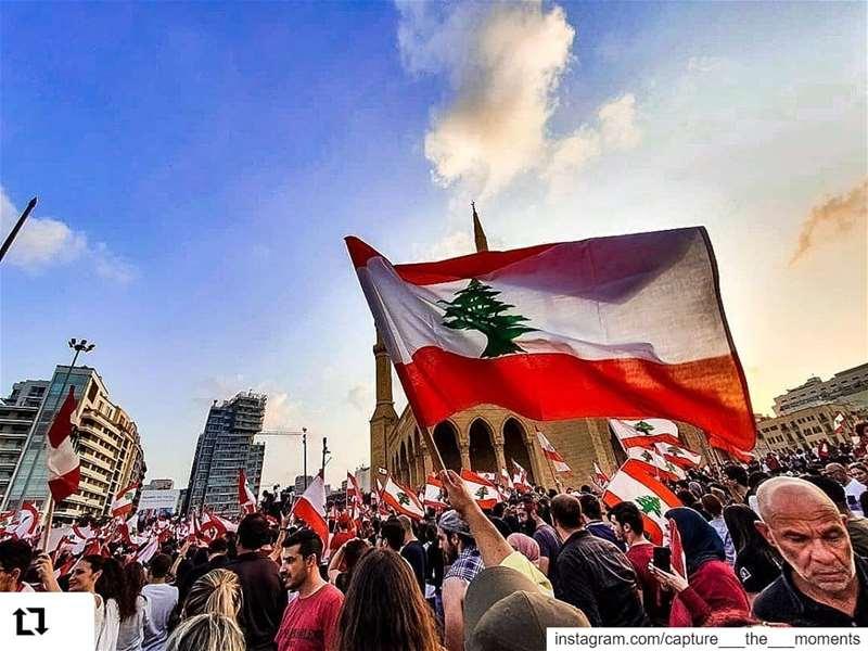 Repost @base.captures• • • • • •❤️💚❤️ كلن_يعني_كلن instagood ... (Martyrs' Square, Beirut)