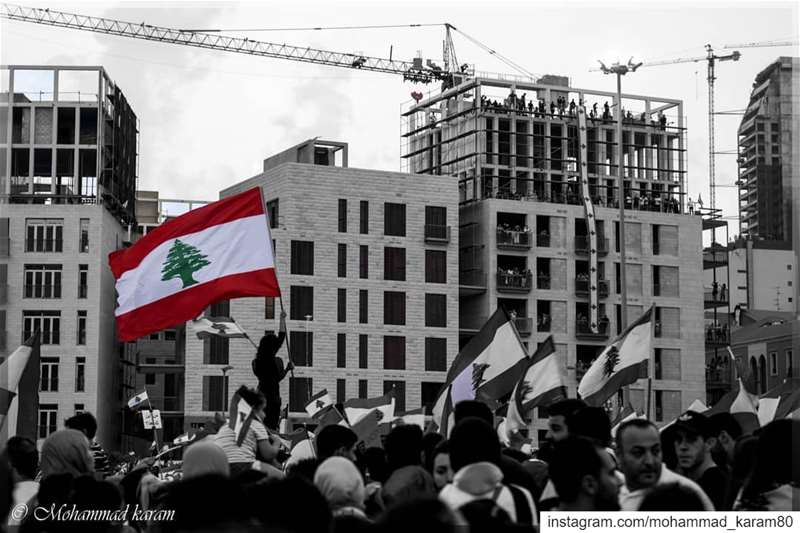 Revolution mode لبنان لبنان_ينتفض لبنان_يثور لبنانية لبنان_بيروت لبنا (ساحة الشهداء)