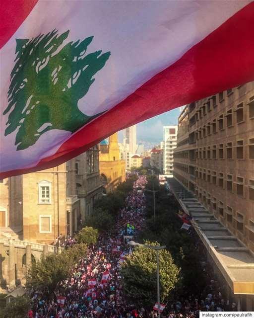 Under one flag ✊🏼🇱🇧 OneFlagOneLoveOnePeople لبنان_ينتفض كلنا_للوطن.... (Lebanon)
