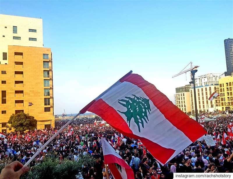 لبنان: أنا بتنفَّسْ حُريّة🇱🇧❤..من ساحة التحرير سنحرّر لبنان من الفساد (Martyrs' Square, Beirut)