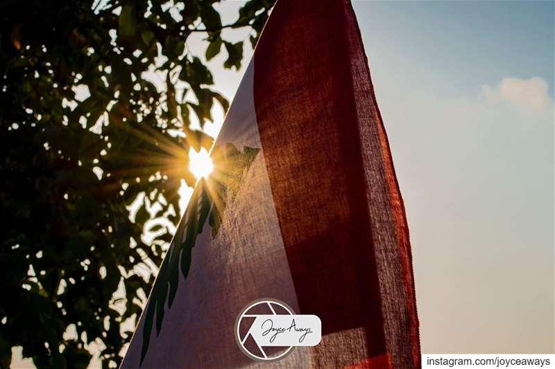 بكرا بتشرق شمس العيد 🇱🇧😍 لبنان_ينتفض لبنان lebanon revolution ... (Chemlane, Mont-Liban, Lebanon)