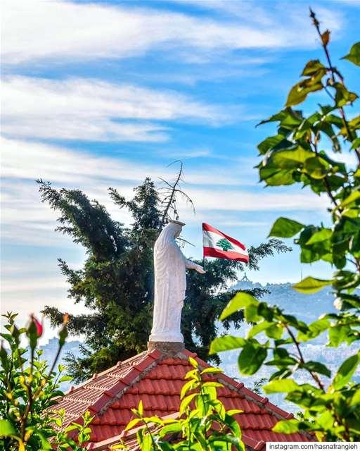 يا رفيقة الايام بالصلاة والإيماناغمرينا بالسلام والهنا والأمانفيضي عهالأر (Ehden, Lebanon)