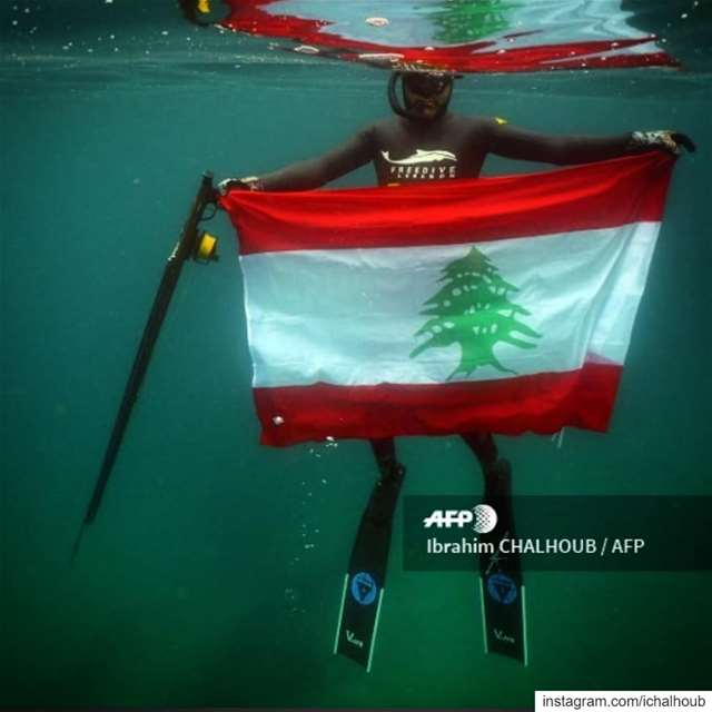 They also protest underwater - ichalhoub covering north Lebanon demos... (موقع بلدة القلمون في لبنان)