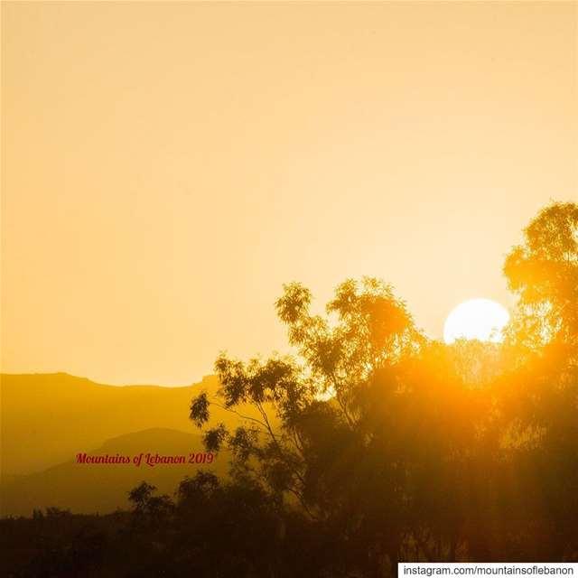 Sunrising behind the eastern mountains as seen from the village of Qaa in... (El-Qaa القاع)