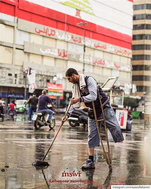 Revolution day 8مين فيهن العاجز ؟ lebanon tripoli lebanese ... (Tripoli, Lebanon)