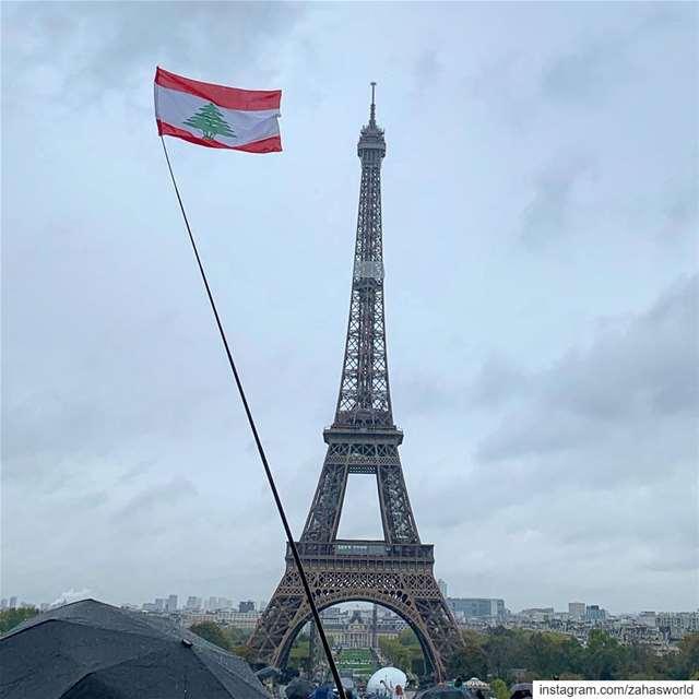 بحبك يا لبنان 🇱🇧🇱🇧🇱🇧 proudtobelebanese lebanon frompariswithlove ... (Place du Trocadéro)