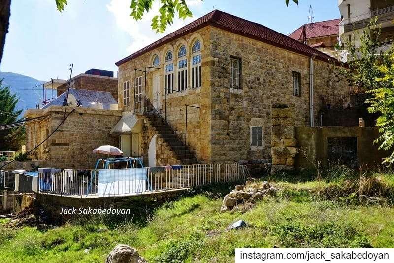 Akoura village akoura liban lebanon livelovelebanon lebanonhouses ...