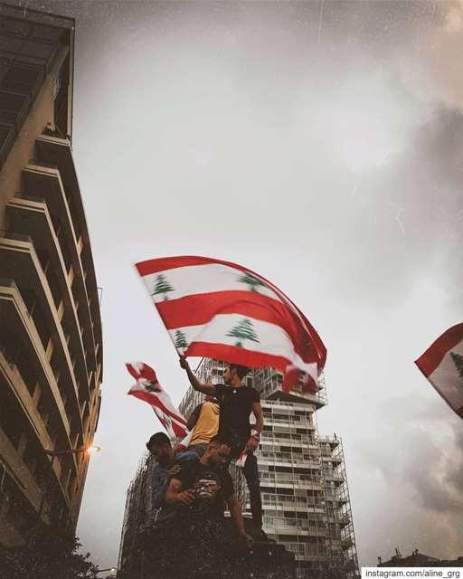 ° Day 10 ° 🇱🇧✊🏻 لبنان_ينتفض lebanon revolution street ... (Beirut, Lebanon)