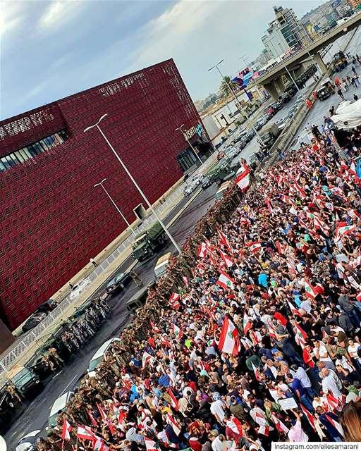 قوم تحدى الظلم تمردكسر هالصمت إللي فيكيا شعبي إللي بأرضه تشردقهر وأحز (Jall Ed Dîb, Mont-Liban, Lebanon)