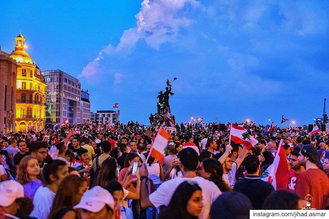 𝐓𝐡𝐞 𝐁𝐥𝐮𝐞 𝐇𝐨𝐮𝐫 ثورة!!... (Martyrs' Square, Beirut)