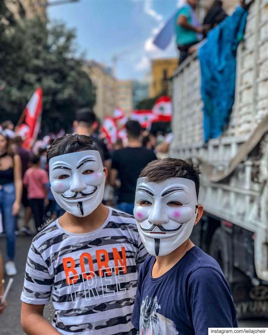 حُلمنا أن نكونوَعْدنا أن نصونحقَّنا في أرضِنا لبنان ثورة كلنا_للوطن ث