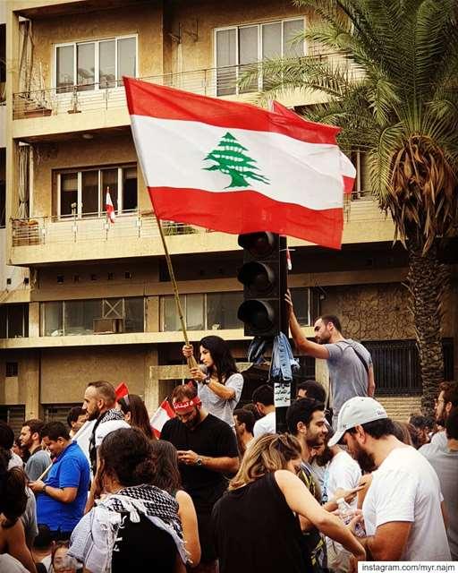 مستمرون لليوم العاشر ✊🏻🇱🇧 .......... Lebanon ... (Beirut, Lebanon)