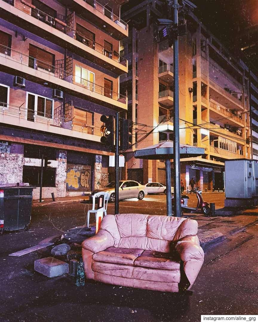 ° تحت الإشارة ° 🚦 beirut street streetphotography ثورة_لبنان ثورة ... (Beirut Lebanon - لبنان.بيروت)