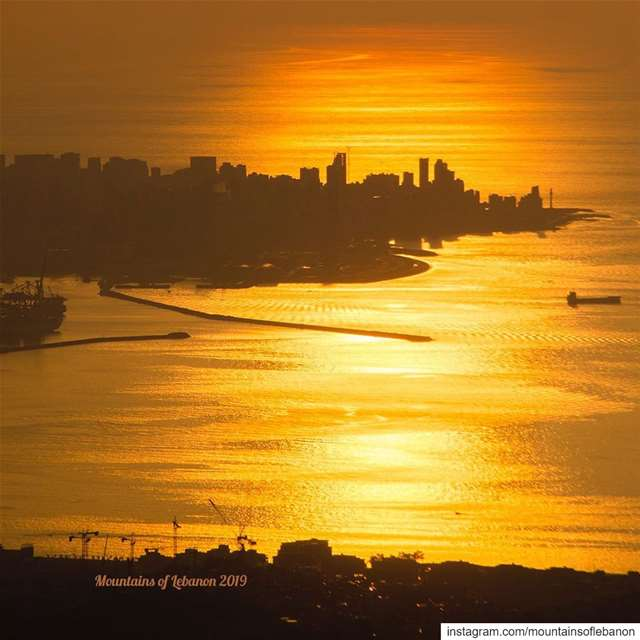The setting fall sun is now courting with Beirut again! golden reflection... (Beirut, Lebanon)
