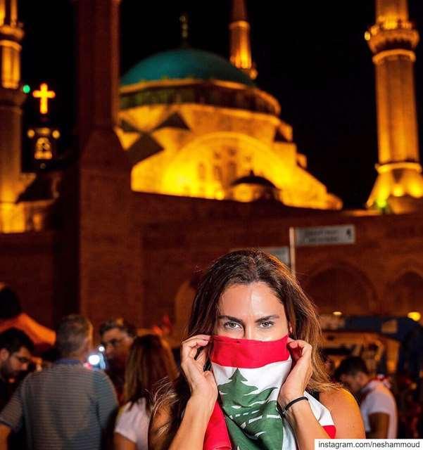 انتصارنا بوحدتنا...كلّنا للوطن 🕌⛪️ مسلمين_و_مسيحيين لبنان_ينتفض ثورة_لبنا (ساحة الشهداء)