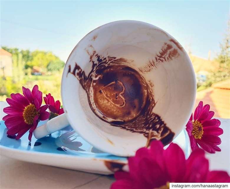 وفي القهوة حب وسلام .... 😌.... روقان لبنان قهوة lebanon ...