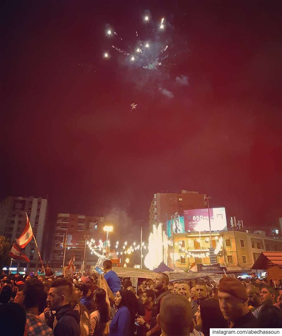 REVOLUTION vibes from the heart of Tripoli 🇱🇧... لبنان_ينتفض  كلن_ (Tripoli - Sahat Al Nour)