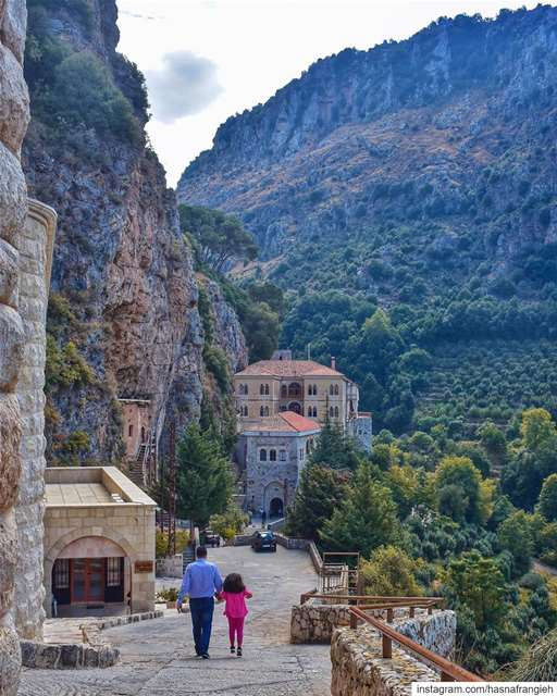 هيّا معي من لبنان، من واديه من وكر النسر الشاهق 🙏🏻هيّا معي من لبنان، من... (Mar Antonios-Kozhaya)