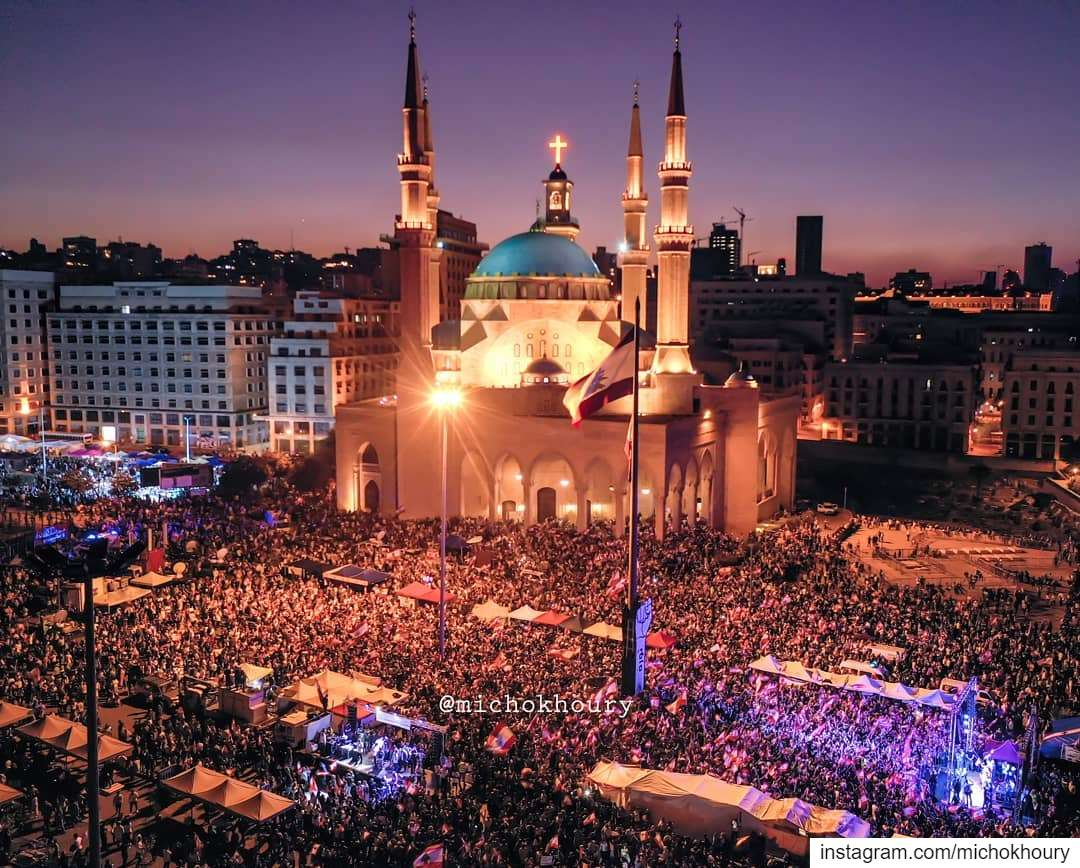 Day 18 LEBANON ❤ لبنان_ينتفض.... AboveLebanon LiveLoveBeirut ... (Beirut, Lebanon)