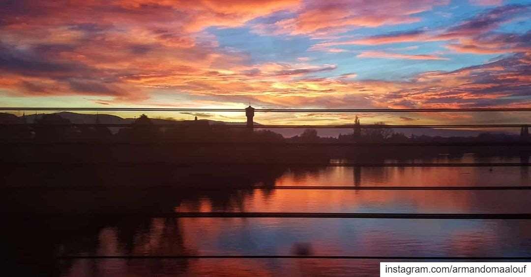 Sunrise shot on a train from Stuttgart to Frankfurt.There was never a... (FlixTrain FLX 1818 / 1816 Stuttgart - Berlin)