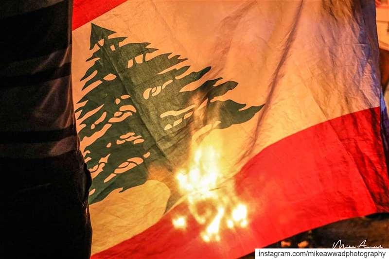 يا من منموت كلنا وبينتهي الوطن، يا من كون رجال ويبقى الوطن... لبنان_ينتفض...