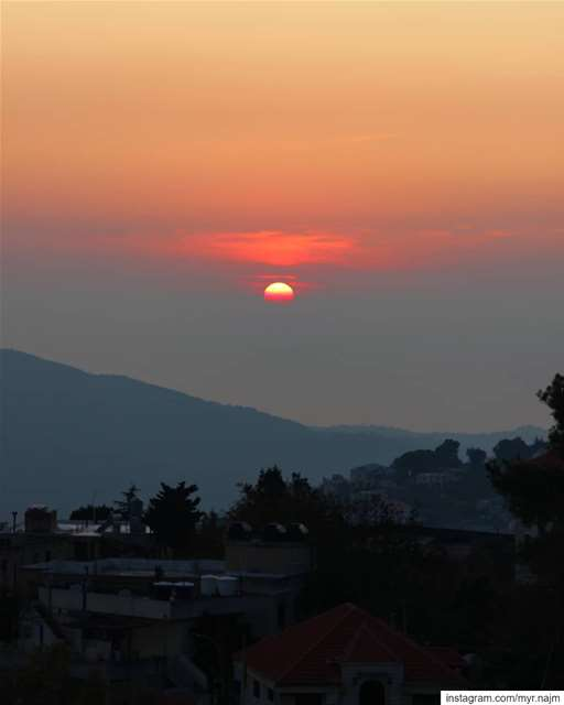 Have you ever smelled a sunset? 🌄 ......... Lebanon  sunset ... (Deïr El Qamar, Mont-Liban, Lebanon)