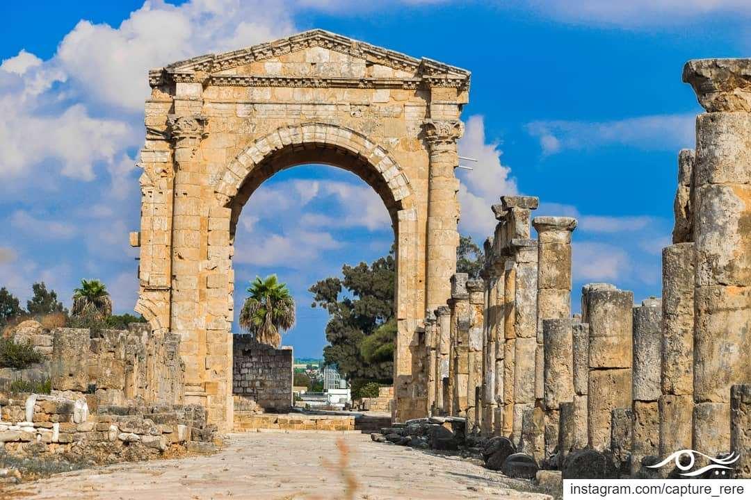 إذا نظرتم إلى التاريخوجدتموه يكرر نفسهكأن الدنيا تقول تعلم يا أنسريم مرع (Tyre, Lebanon)