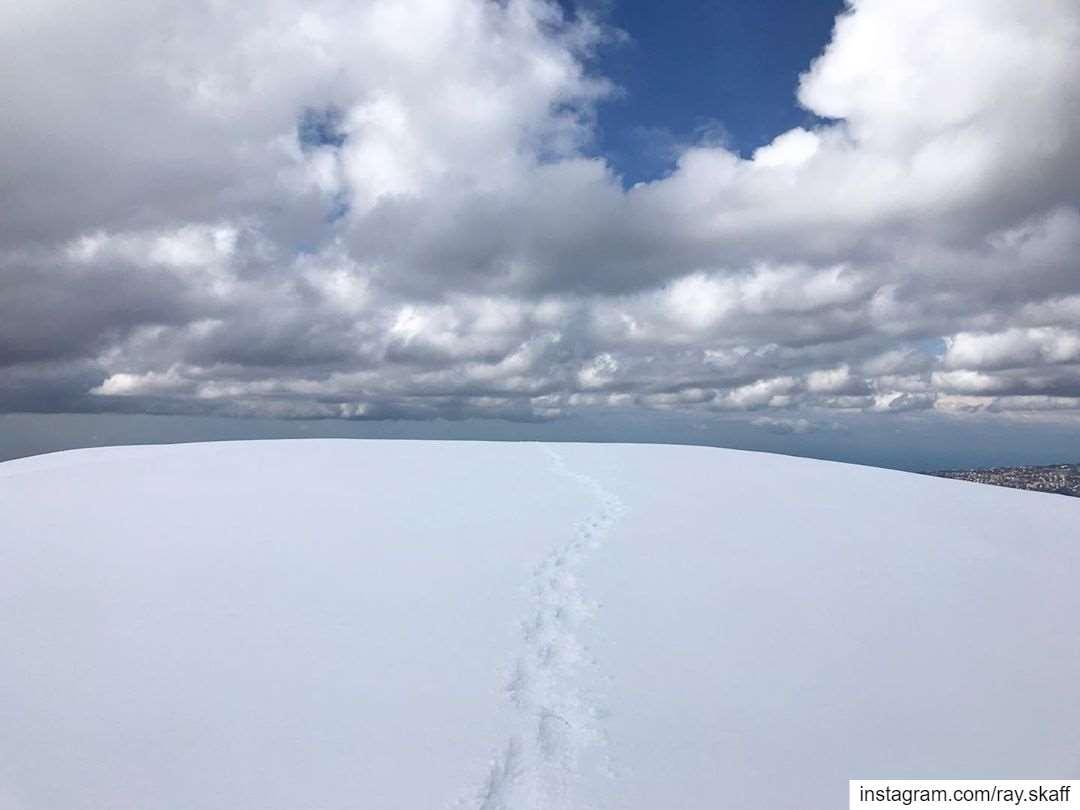 So peaceful ‼️..@decathlonleb allmotivated snow lebanon snowshoeing... (Lebanon)