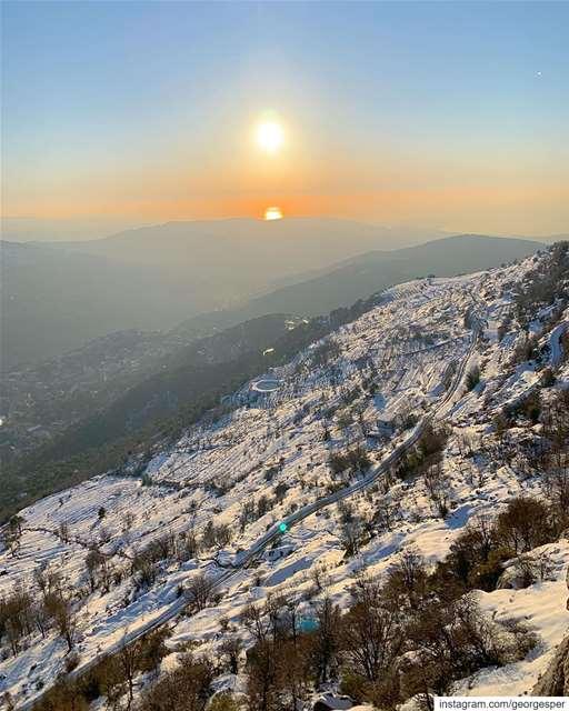 Golden Hour ✨ Baskinta Mountains Lebanon 🇱🇧..... livelovebeirut ... (Baskinta, Lebanon)