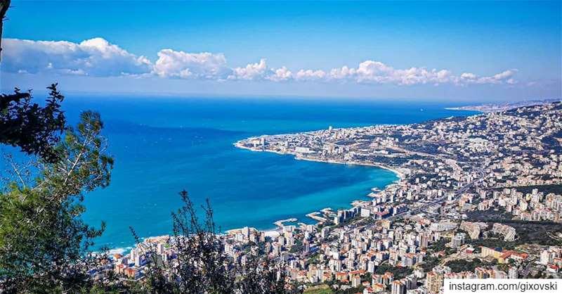 بحره برّه درّة الشرقينرِفدُهّ برّهُ مالئ القطبين 🇱🇧....... (Our Lady of Lebanon)