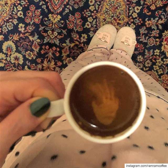 ولذة الصباح ان تدلل مزاجك بعزلة وفنجان قهوة ليستقيم المزاج صباح_القهوة....