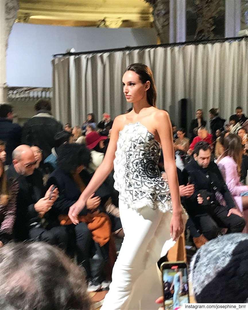 Gorgious fashionshow @tonywardcouture ss2020 ✨😍... (Palais de la découverte)