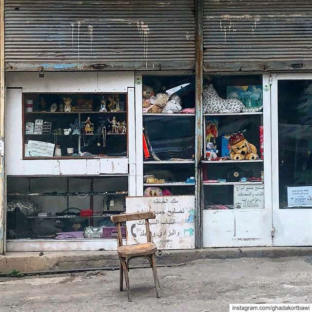 وقف ملك_الخياط.... oldshop vitrine facade closed chair empty ... (Dawra, Beyrouth, Lebanon)