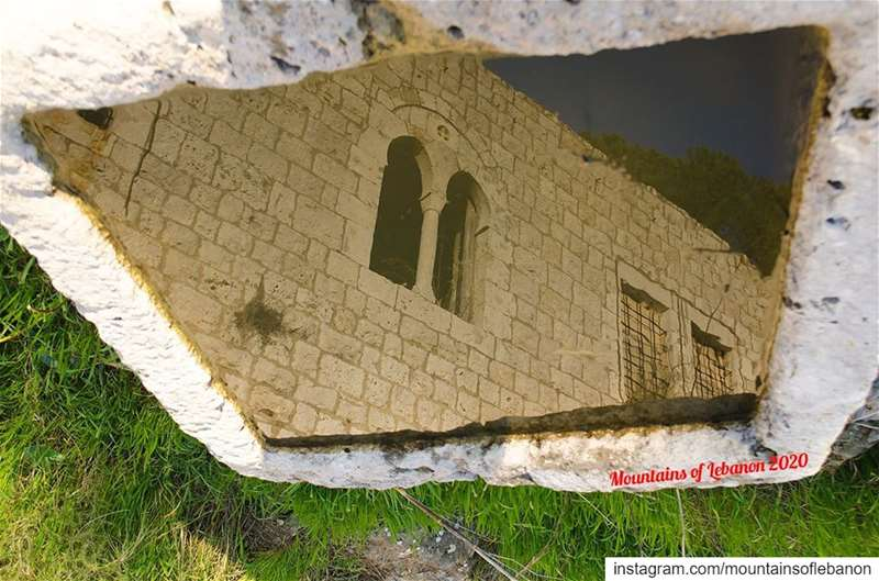 Mandaloun reflection in a jurn.... history lebanonhistory archeology... (Ballouneh, Mont-Liban, Lebanon)