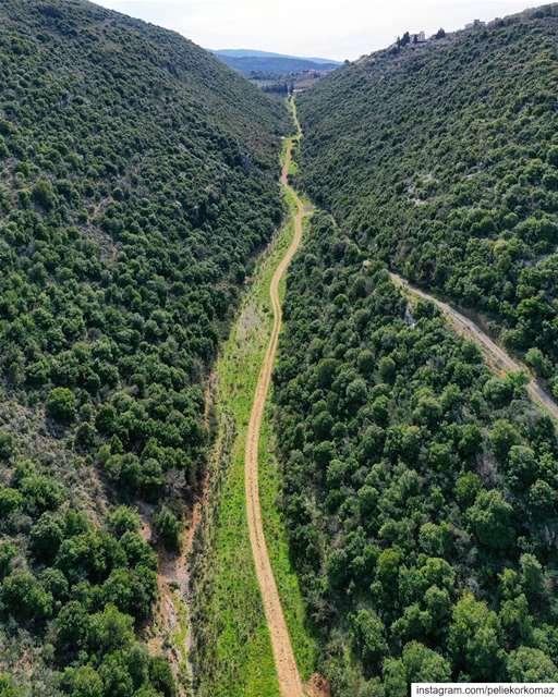 وادي حربا هو الوادي الفاصل بين بلاد البترون وبلاد جبيل ويمتد من شاطىء البح (Lebanon)