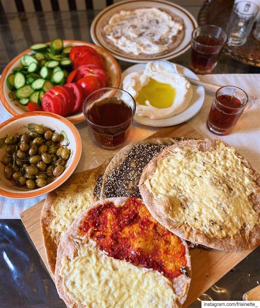 Thank you @chefleylafathallah for the recipe ❤️...Manakish ♥️مكونات الع (Montreal, Quebec)