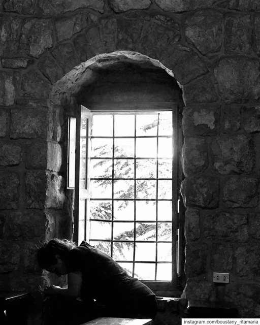 بركي هيك منبعد عن العالم ومنرجع نتقرب من الله•••••••••• bnw ... (Mazar Saint Charbel-Annaya)