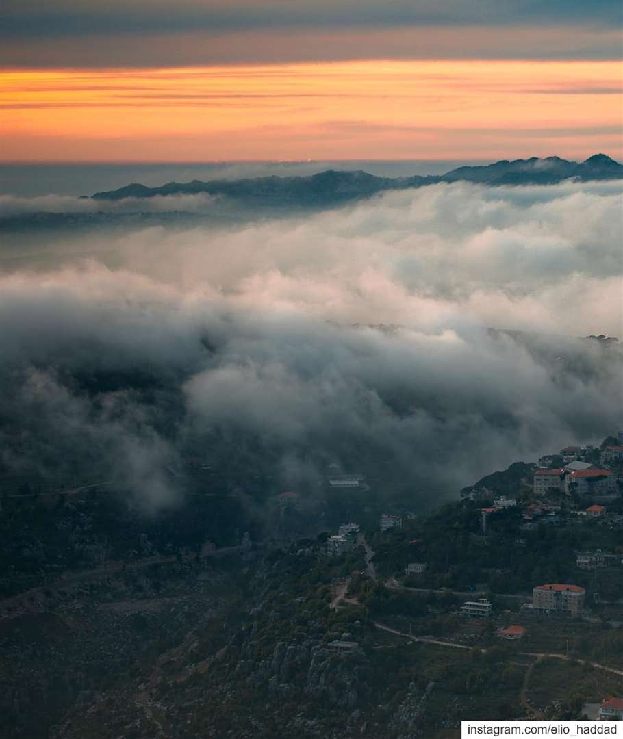 Swipe 👉 🌊 TSUNAMI Lebanon 🇱🇧 Sannin Zaarour mountains sunset ... (Zaarour Mountain)