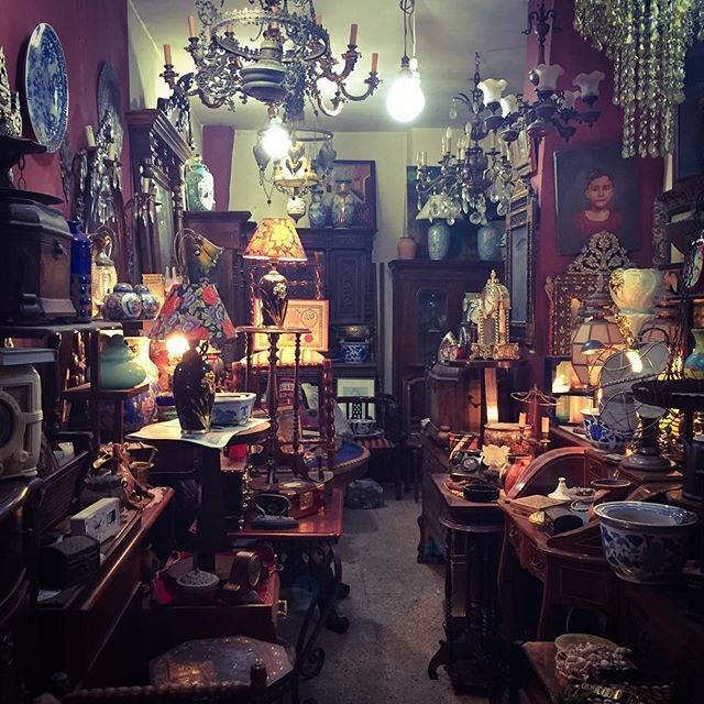 Welcome to Ali Baba's cave! 🗝Basta antiques district 🖼 Good morning Beirut! ☀️☕️🇱🇧 (Basta antiques district)
