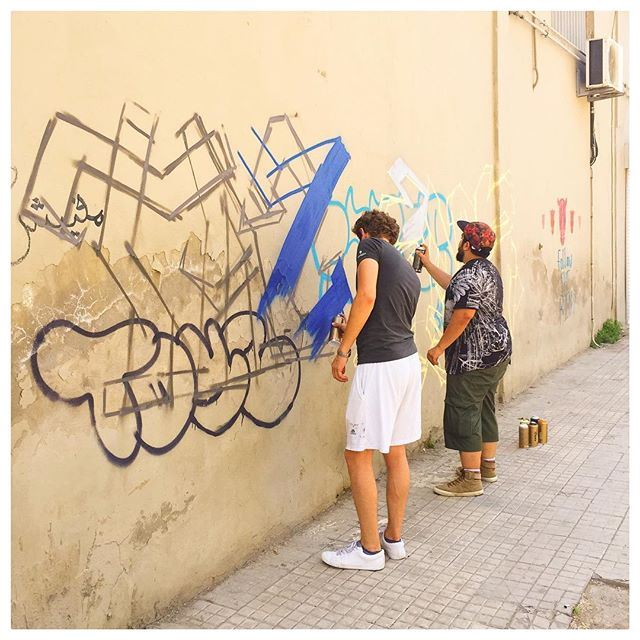 Coloring the city: spray paint artists in action 🎨💘. Sabah el Nour Beirut! ☕️🇱🇧☀️instamood instagood igdaily Instaphoto (Beirut, Lebanon)