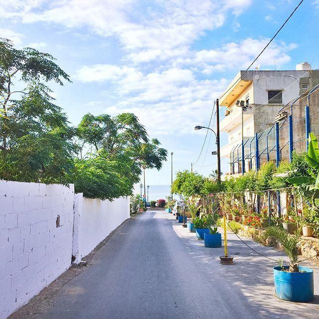 Dream in blue... 💙 Good morning Beirut! 💙☕️☀️🇱🇧 (Corniche El Manara. Ein El Mrayseh)