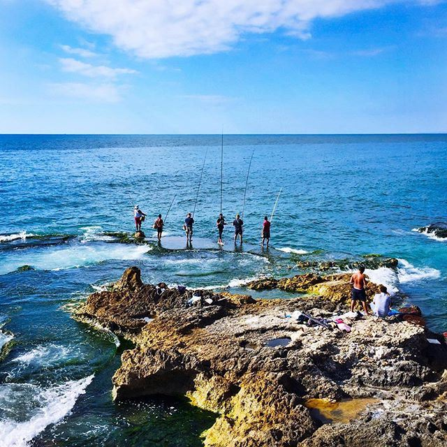 Between heaven and earth... fishermen 🎏 Good morning Beirut! 🌍☀️🇱🇧 instamood instagood igdaily Instaphoto photooftheday (Corniche El Manara. Ein El Mrayseh)