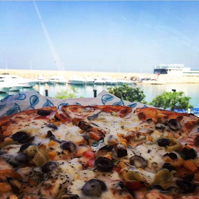 My first pizza at the beach ... (Miramar Hotel Resort and Spa)