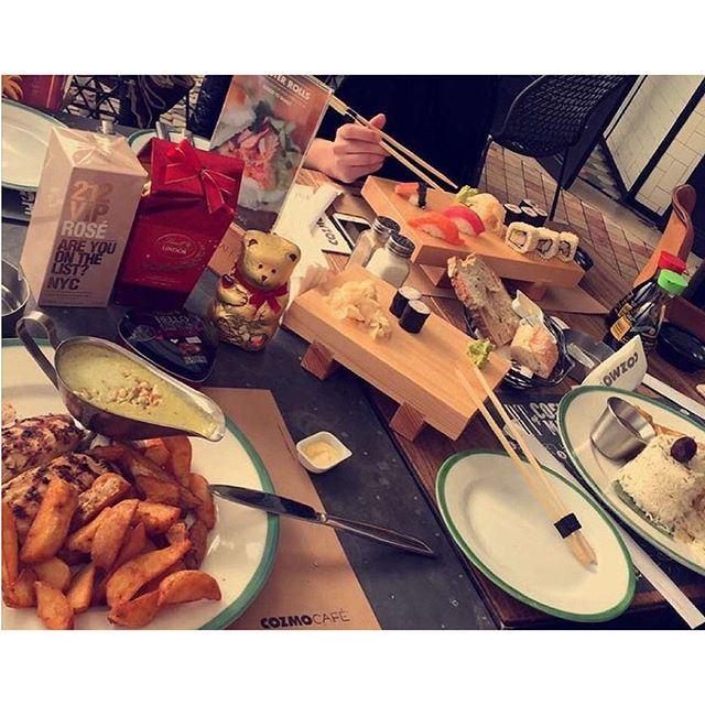 Full house table !!! (Cozmo Café)
