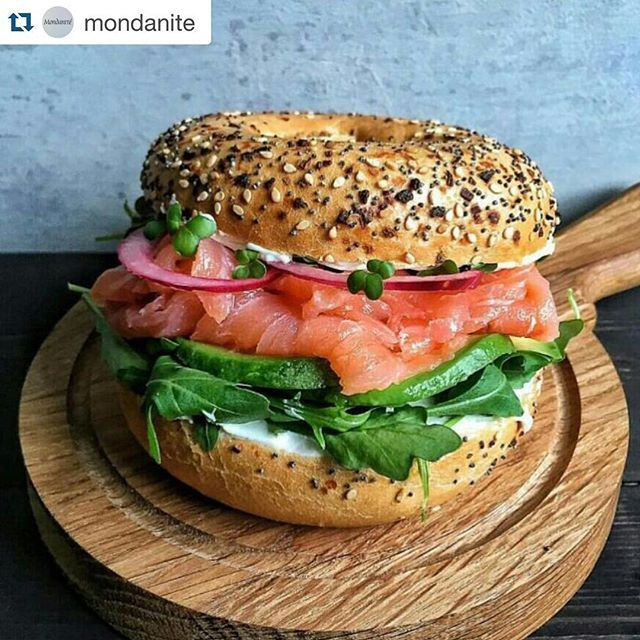 """""""No-meat-Friday"""" doesn't mean I can't enjoy my lunch! I'll skip the eternal moujaddara this time, and will flirt with a sexy smoked salmon bagel. A bit more glamourous, right?"""