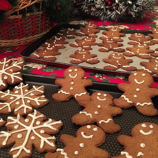Christmas cookies and happy hearts, this is how the holiday start!!! (Bekfaya)