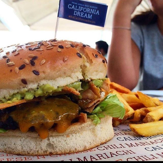 When it comes to Burger no one does it better than the Lebanese.... (Roadster Diner Jbeil)