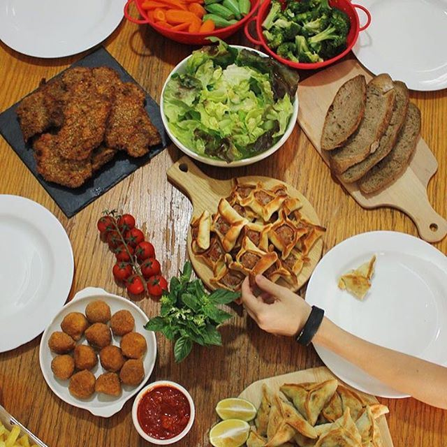 Oh snaps is that time of the day... Yes it is, the Lebanese Friday Diner, when it comes to Dinner we got all the time in the world!!!!